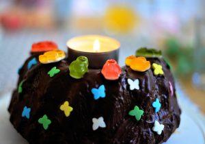 עוגת יום הולדת לילדים: איך מכינים עוגה מרשימה בקלות?