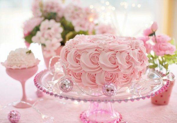 המדריך המלא להכנת עוגות מפוארות לאירועים בבית